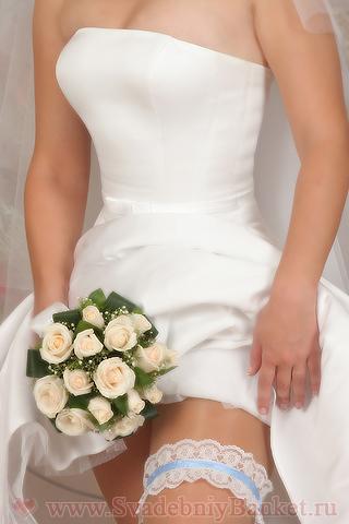 у невесты на ноге трусы