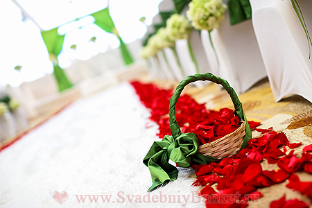 Оформление свадебных корзин