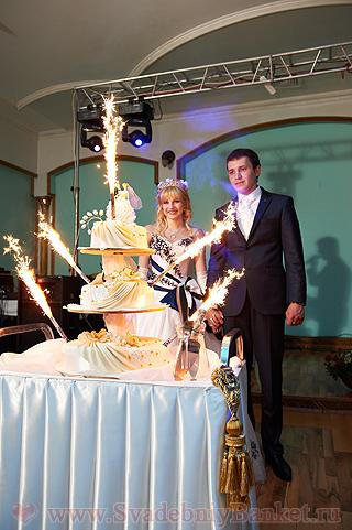 Тонкости подачи - как украсить свадебный торт