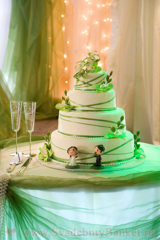 Зелёный свадебный торт