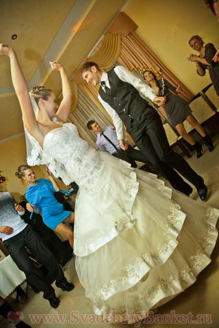 Сценарий для первого танца молодых на свадьбе