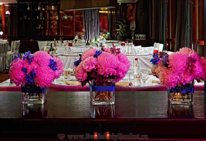 Большой зал ресторана Времена года