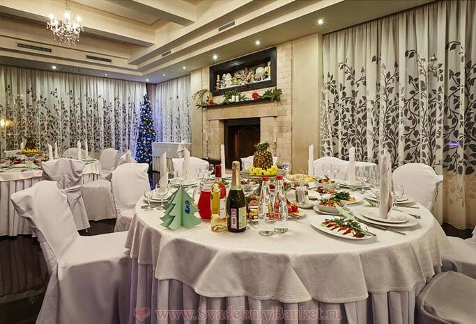 Каминный зал ресторана Времена года