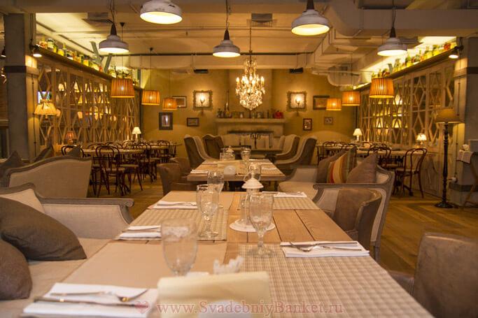 Основной зал ресторана Кувшин