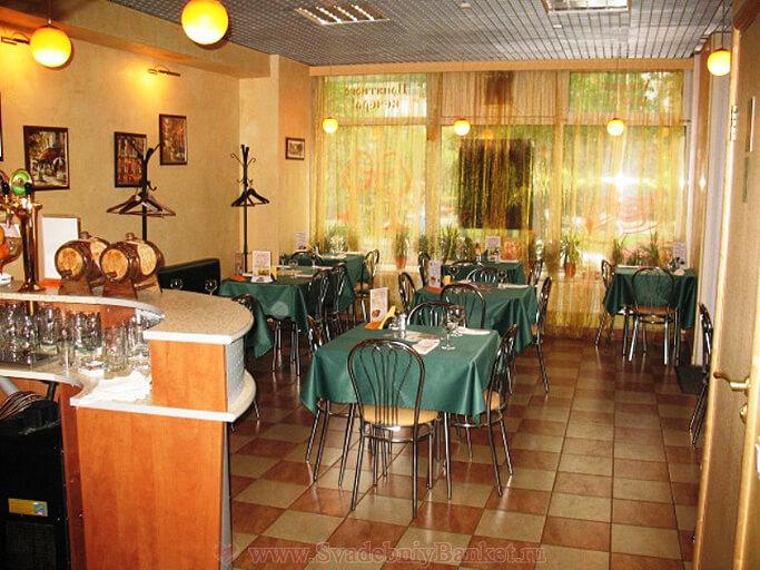 Большой зал ланч-кафе Рябинка