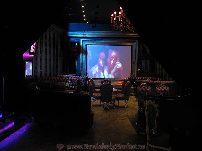 Большой зал ресторана-караоке Импровизация