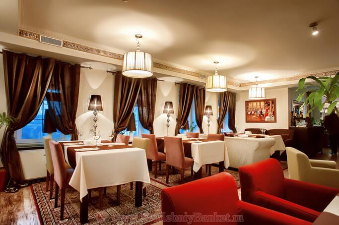 Основной зал ресторана Лангуст