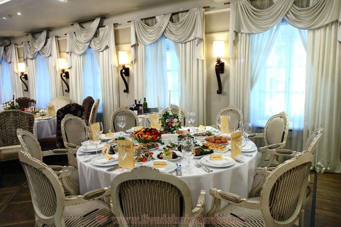 Большой парадный зал ресторана Гусятникофф