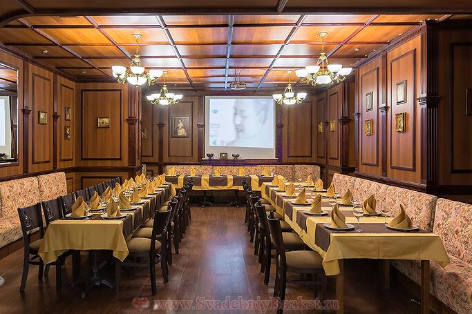 Общий зал ресторана Коронный