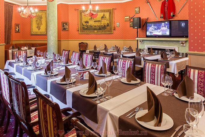Красный каминный караоке-зал ресторана Коронный