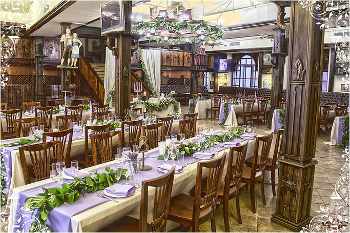 Большой зал ресторана Старина Мюллер на Воронцовской