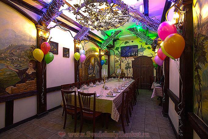 Большой VIP-зал ресторана Старина Мюллер на Шмитовском