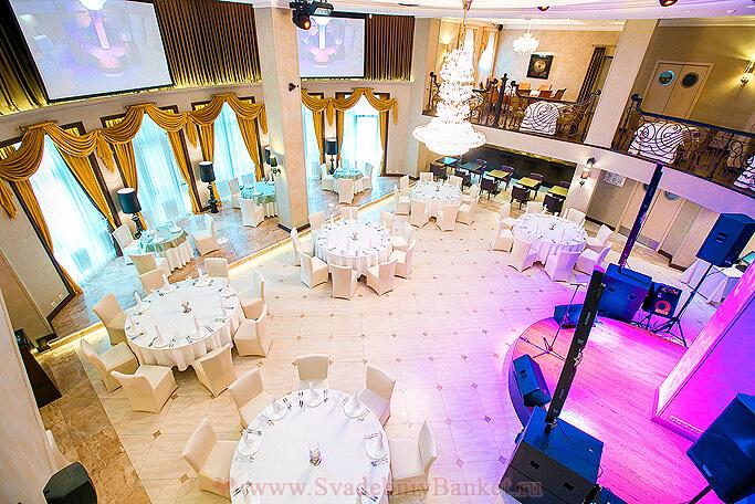 Двухуровневый банкетный зал ресторана Flash Royal