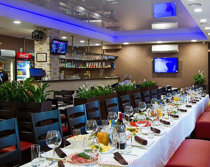 Зал семейного кафе Вишнёвая метель
