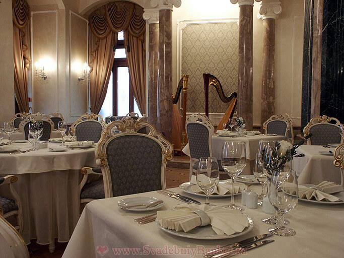 Основной зал ресторана Ривьера