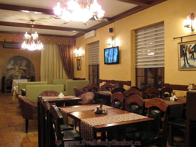 Основной зал ресторана У трёх сестёр