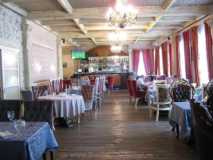 Большой зал ресторана Генацвале на Остоженке