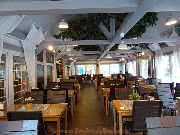 Основной зал кафе Мельница