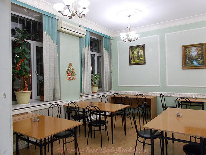 Малый зал кафе Адвокат