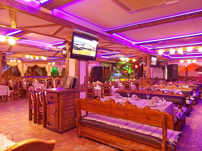 Большой зал ресторана Тонгал