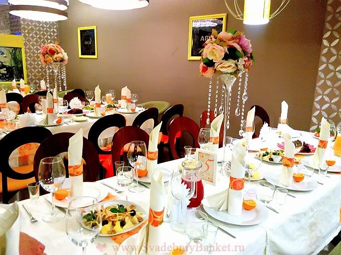 Основной зал ресторана и караоке бара Мандарин