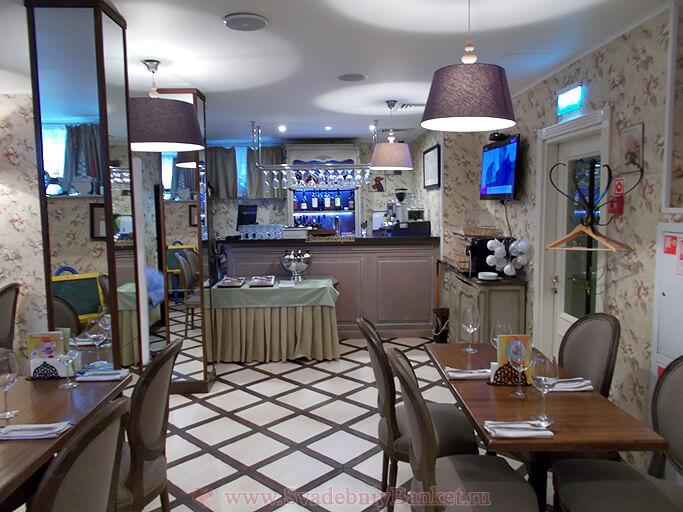 Зал ресторана Де Пари (De Paris)