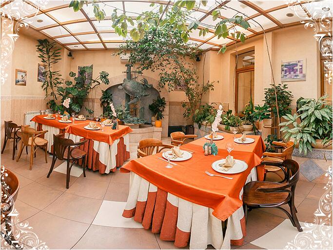 Зал Итальянский дворик кафе На Знаменке