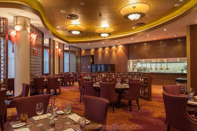 Вечерний ресторан Премьер отеля Ренессанс Москва Монарх Центр
