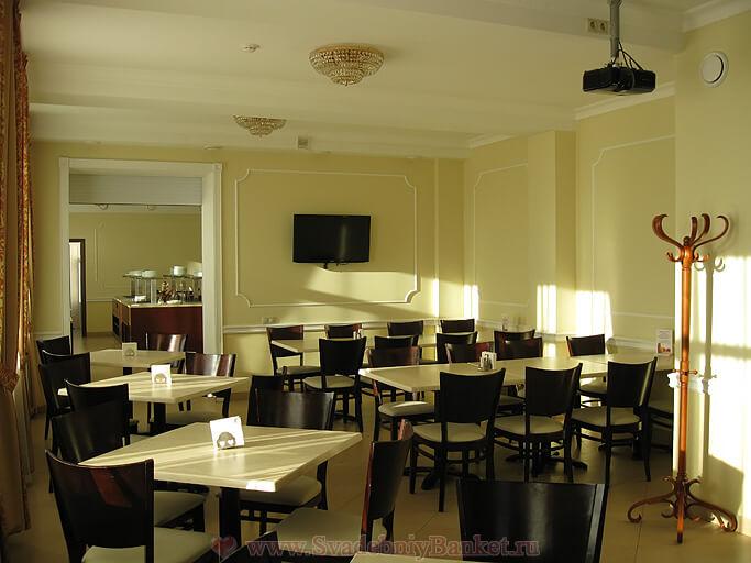 Большой зал 5-го этажа гостиницы Славянка